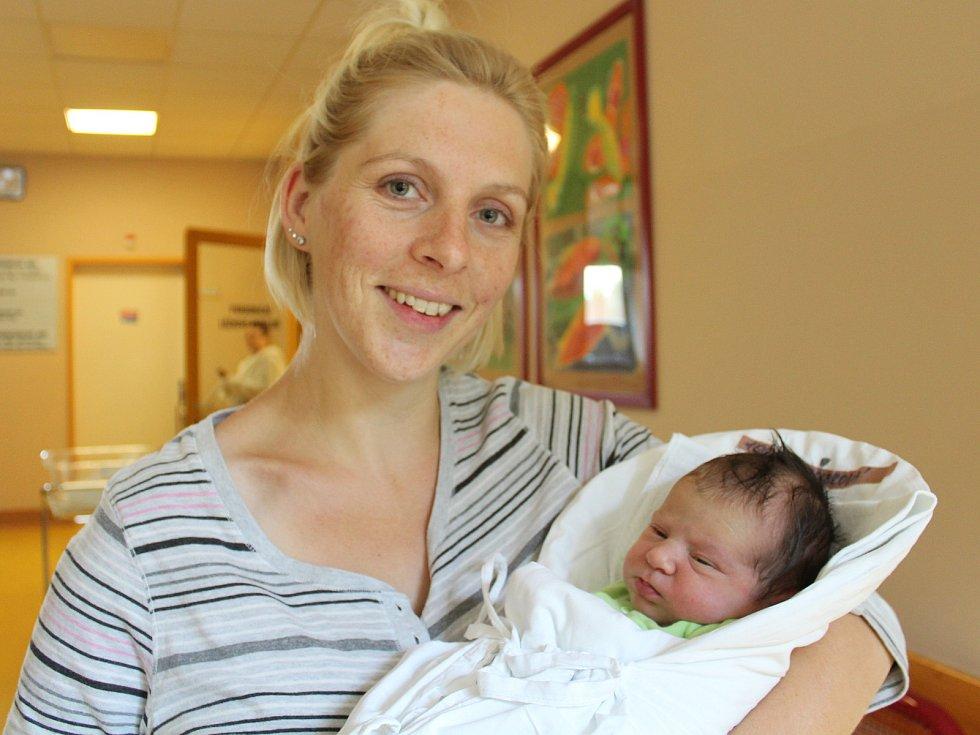 Linda Holoubková s maminkou. Linda se narodila 7. září v liberecké porodnici mamince Lucii Matzkeové z Liberce. Vážila 3,3 kg a měřila 51 cm.