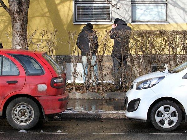 Tragicky skončil pád osmdesátileté ženy, která 3.února 2014vypadla zdruhého patra budovy Krajské nemocnice Liberec - Infekčního oddělení. Zda za jejím pádem byla sebevražda vyšetřuje policie.