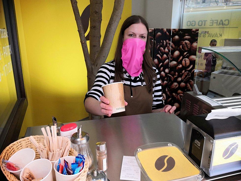 Yellow Café to Go naposledy otevře v pátek 26. března. Na snímku Petra Havlíčková.