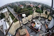 LÁKADLEM bývá o Dnech evropského dědictví v Liberci věž v dolních kasárnách. Na řadu zájemců se ani nedostane.