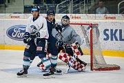 První trénink sezony 2018/19 na ledě hokejistů extraligového týmu Bílí Tygři Liberec proběhl 16. července v Liberci. Na snímku vpravo je brankář Marek Schwarz.