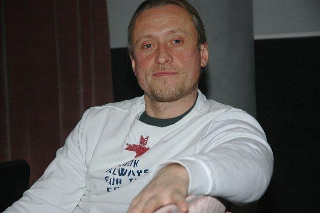 ZPĚVÁK POTAPĚČEM. Kamil Střihavka absolvoval v libercio potapěčský kurz.