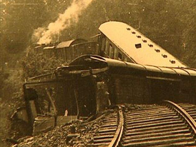 Železniční neštěstí ze dne 4. 7. 1958. Vlakvedoucí byl na špatný stav tratě upozorněn, přesto ale vyjel. Zahynuli tam 4 lidé.