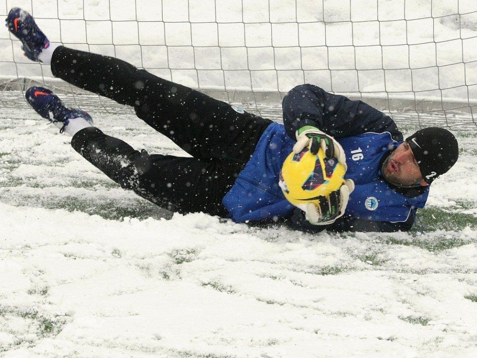 První trénink před jarním kolem ligy absolvovali fotbalisté FC Slovan Liberec na umělém trávníku U Nisy.