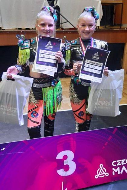 Duo děti: Majda a Terka získaly třetí místo.