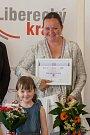 Vyhlášení osmého ročníku celonárodní soutěže Žena regionu proběhlo za Liberecký kraj 17. května v Kavárně Pošta v Liberci. Na snímku vítězka soutěže Hana Böhme s dcerou.