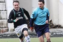 NOVOVESKÝ KANONÝR. Martin Janošík (vlevo) zaznamenal proti Dětřichovu dva góly a celkem jich dal devět.
