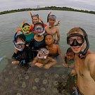 Zakládání korálů a výuka v projektu Coral Garden-Kebun Karang-Korálová školka.