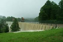 Přehrada Mlýnice během loňských povodní.