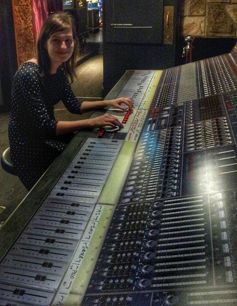 QUEEN: THE STUDIO EXPERIENCE . Stálá výstava vCasinu de Montreux. Mixážní pult.