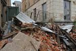 Zchátralý areál bývalé Textilany v Novém Městě pod Smrkem. Část areálu je zbouraná, sutiny ale zůstaly na místě. V létě se z nich práší, což vadí lidem v okolních domech.