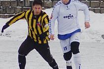 Vlevo Husák z VTJ Rapid a vpravo Antoš z Ruprechtic.