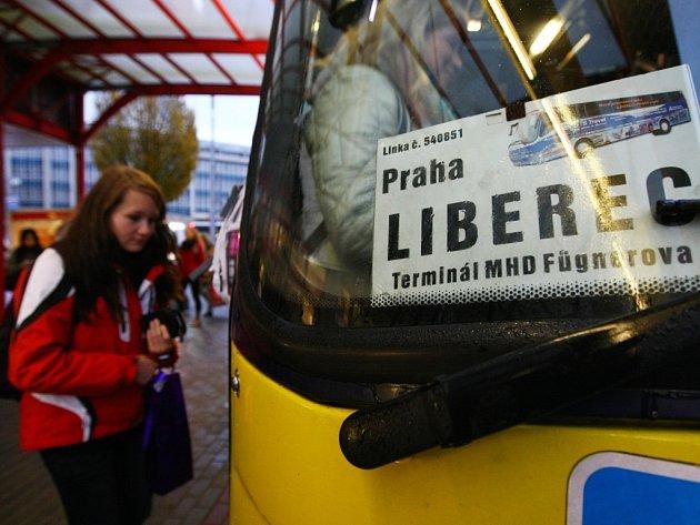 Autobusy by mohly jezdit nejen z terminálu Fügnerova, ale třeba až od vysokoškolských kolejí v Harcově, což by linku zatraktivnilo mezi studenty. Zatím to však vypadá na utlumení linky.