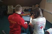Oblastní spolek Českého červeného kříže Jablonec nad Nisou formuje a nabízí i psychosociální pomoc po telefonu.