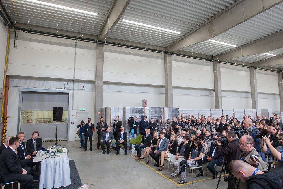 Prezident České republiky Miloš Zeman navštívil 9. května společnost Trevos v Turnově. Na snímku setkání se zaměstnanci firmy.