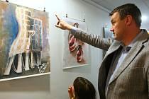 VÝSTAVA maleb českolipských studentů doplnila den otevřených dveří na úřadě.