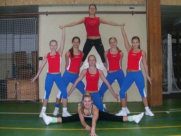 AEROBIK Z KUNRATICKÉ MÍŘÍ NA EVROPU. Celkem čtyři děvčata budou cvičit v Maďarsku.
