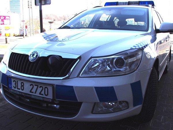 Služební automobil je vybaven itechnologií, která rozpozná průjezd vozidla či registrační značky vpátrání policie