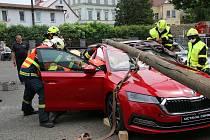 Hasičský záchranný sbor Libereckého kraje upořádal krajskou soutěž ve vyprošťování osob z havarovaných vozidel.