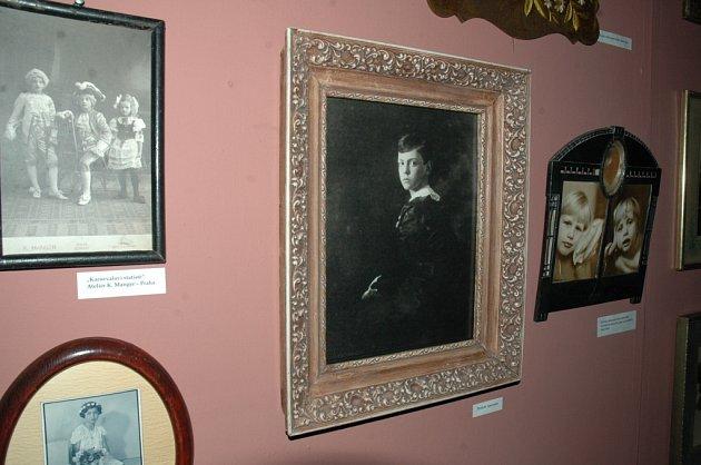 STARÉ FOTOGRAFIE. Výstava, která čerpá se sbírek Jana Pikouse potrvá do 26. srpna.