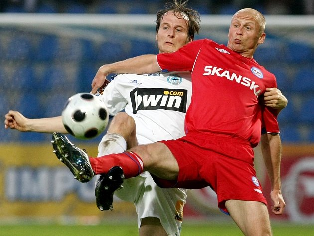 Semifinálový zápas Poháru ČMFS FC Slovan Liberec a.s. proti 1.FC Brno. 11 Holeňák, 14 Besta.