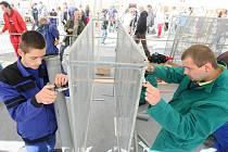 Společnost Česká hlava pořádala na náměstí Dr.E.Beneše v Liberci celostátní soutěž v řemeslných dovednostech učňů Machři roku, zaměřenou na popularizaci učňovského školství a řemesel.