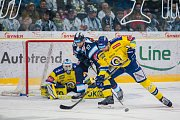 Utkání 42. kola Tipsport extraligy ledního hokeje se odehrálo 21. ledna v liberecké Home Credit areně. Utkaly se celky Bílí Tygři Liberec a Aukro Berani Zlín. Na snímku v modrém je Lukáš Vantuch a brankář Libor Kašík.