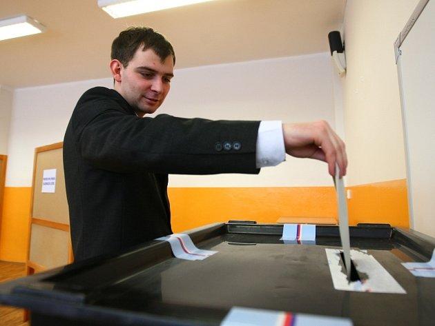 Druhý den přímých voleb hlavy státu probíhalo i na základní škole v Broumovské ulici v Liberci