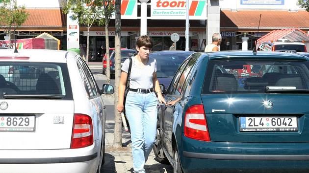 České státní poznávací značky na autech nejsou na parkovištích před německými supermarkety žádnou výjimkou. Spousta Liberečanů vyráží do sousední Žitavy na nákupy.