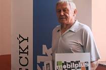 JAN FILIPI. Za vítězství v jarní části Tip ligy čtenářů získal mobilní telefon z Mobilplusu Liberec.