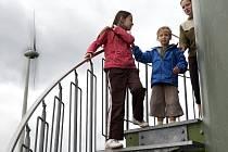 Jindřichovické větrné elektrárny přilákaly v sobotu na 150 návštěvníků.