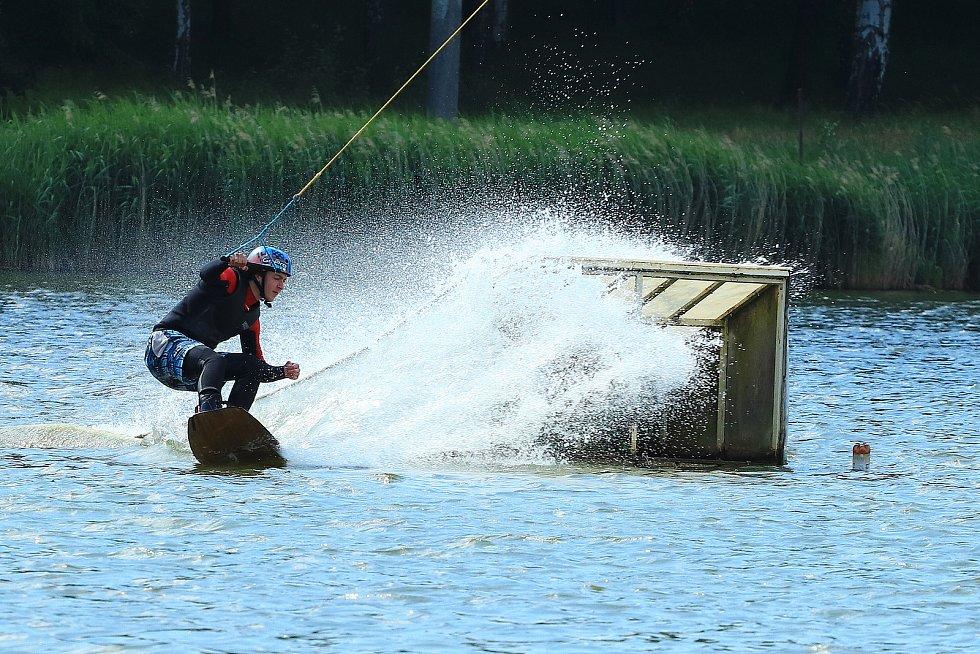 Vodní lyžování ve Stráži pod Ralskem.