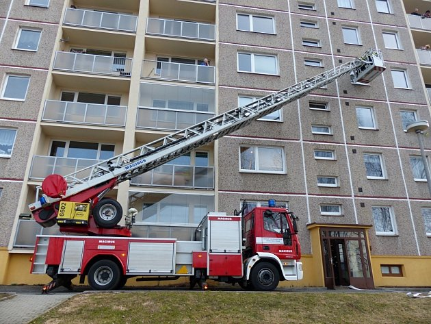 U požár ve Vratislavicích zasahovaly tři hasičské jednotky.