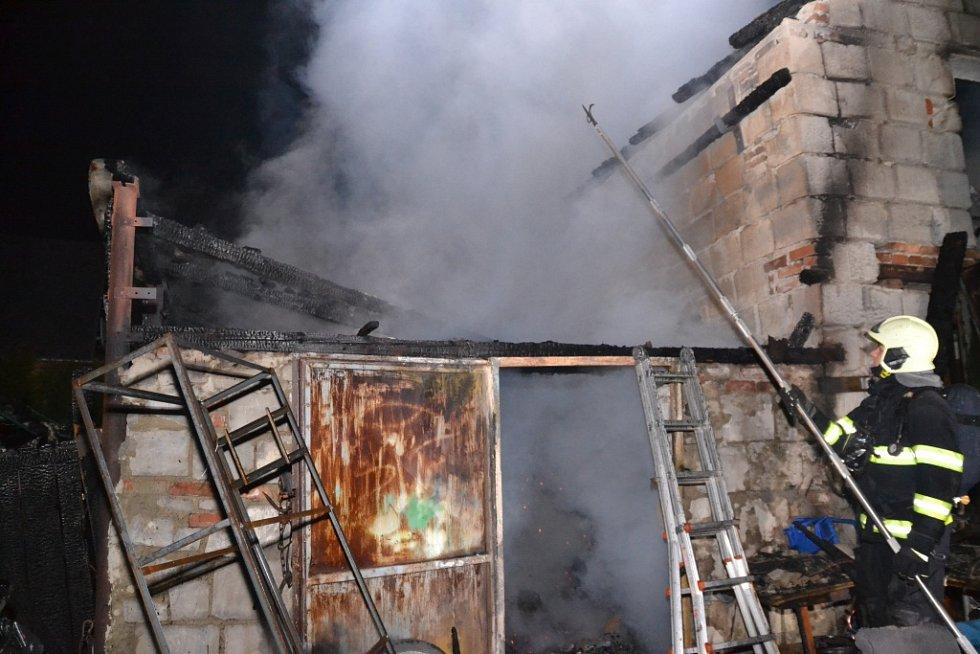 Požár kůlny v Oldřichově na Hranicích (části obce Hrádek nad Nisou).