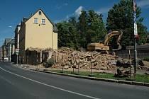 Demolice zchátralého domu v Liberci.