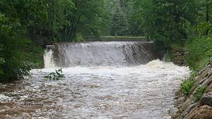 Zvýšená hladina vody na řece Smědé v Hejnicích