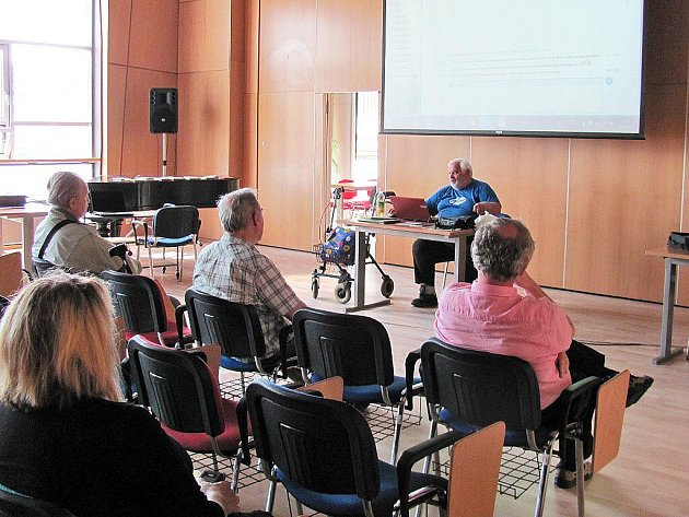 Pavel Ján Buvala v Krajské vědecké knihovně v Liberci.
