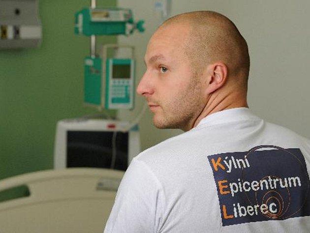 Chirurg Jiří Škach.
