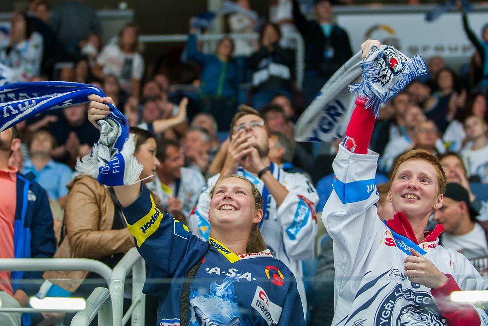 Utkání 1. kola Tipsport extraligy ledního hokeje se odehrálo 8. září v liberecké Home Credit areně. Utkaly se celky Bílí Tygři Liberec a Mountfield HK. Na snímku fanoušci Liberce.