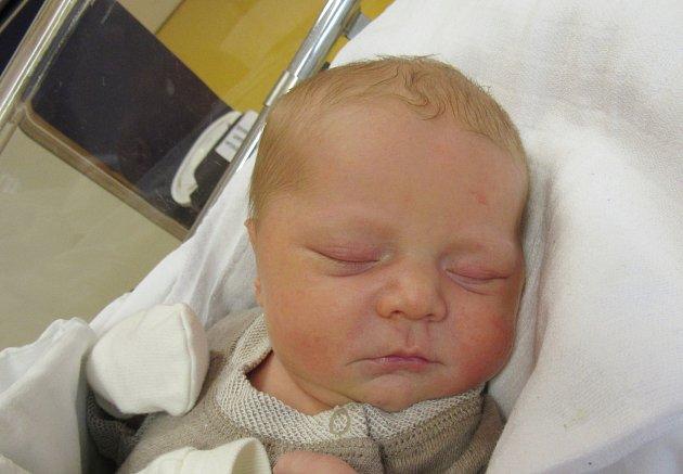 JAKUB ROSSMANN Narodil se 16. října v liberecké porodnici mamince Michaele Hesové z Liberce. Vážil 3,81 kg a měřil 52 cm.