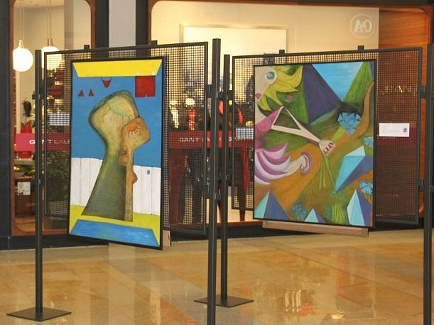 VÝSTAVA. Obchodní centrum hostí výstavu.