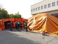 Dobrovolné jednotky cvičily nasazení kontejneru nouzového přežití.
