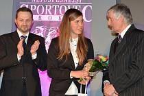 EVA SAMKOVÁ s primátorem Liberce a předsedou krajské České unie sportu. Vyhrála okresní kolo Sportovce roku 2014.