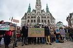 Dne 15.3. proběhla na náměstí Dr. E. Beneše stávka studentů na podporu boje za životní prostředí.