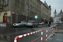 Komunikace spojující Sokolovské a Malé náměstí.
