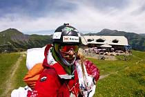 Paraglidista Stanislav Mayer z Liberce.