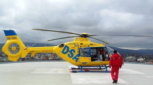 Ilustrační foto. Vrtulník na heliportu. Krajská nemocnice Liberec. Letecká záchranná služba.