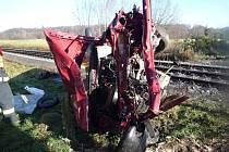 Ve Višňové na Frýdlantsku se ve středu dopoledne srazil nákladní vlak s osobním autem.