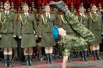 NÁDHERNÁ PODÍVANÁ. V liberecké Tipsport areně zpívali, tančili a hráli Alexandrovci.