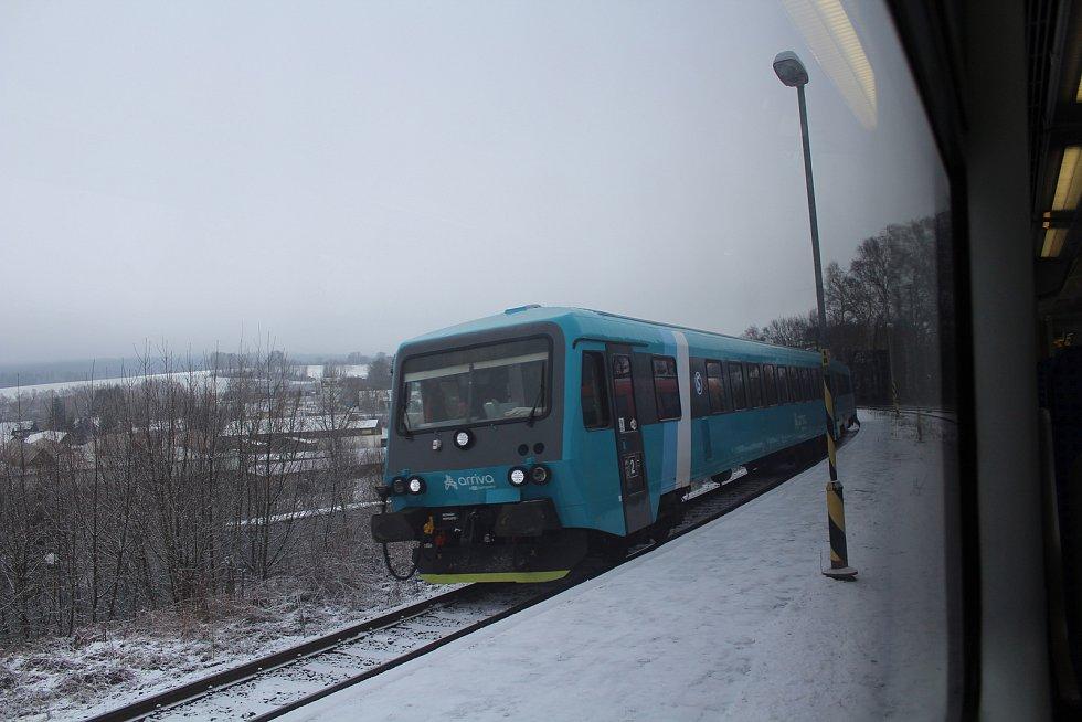 Vlak společnosti Arriva v Rychnově u Jablonce nad Nisou.